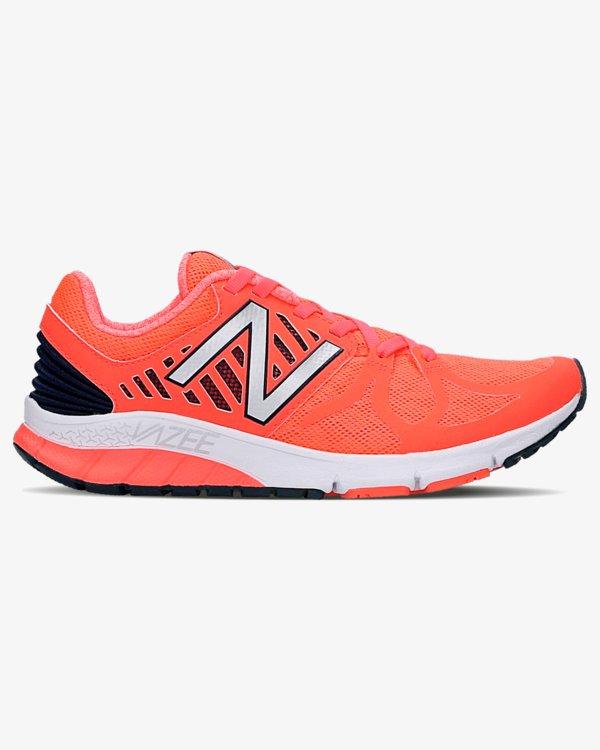 128308c5 To buty idealnie nadające się zarówno do treningu na zewnątrz, jak i w  murach siłowni. Cholewka dopasowuje się do kształtu twojej stopy, dzięki  czemu przy ...