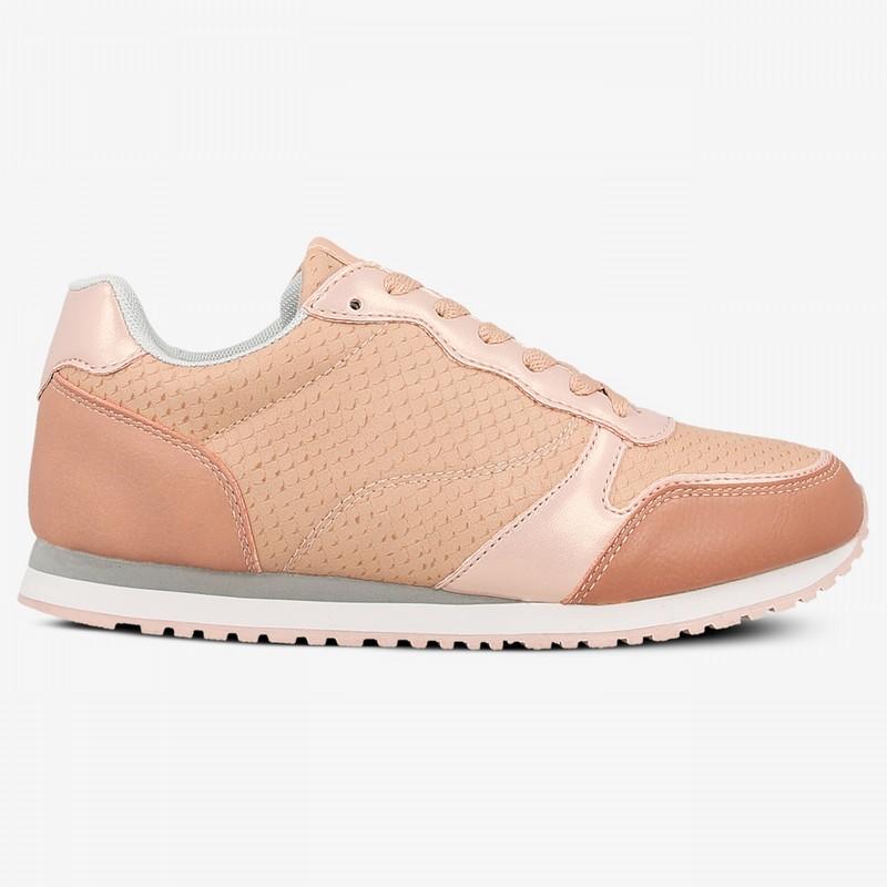 39fe7bc2 Pudrowo różowy kolor to hit królujący we wszystkich sieciówkach. Buty tej  barwy są fantastyczne na co dzień. Dobry design w parze z niską ceną?